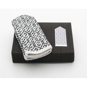"Latvian Mittens DIY Knitting Kit ""Knit like a Latvian"" – Midnight Flakes 3"